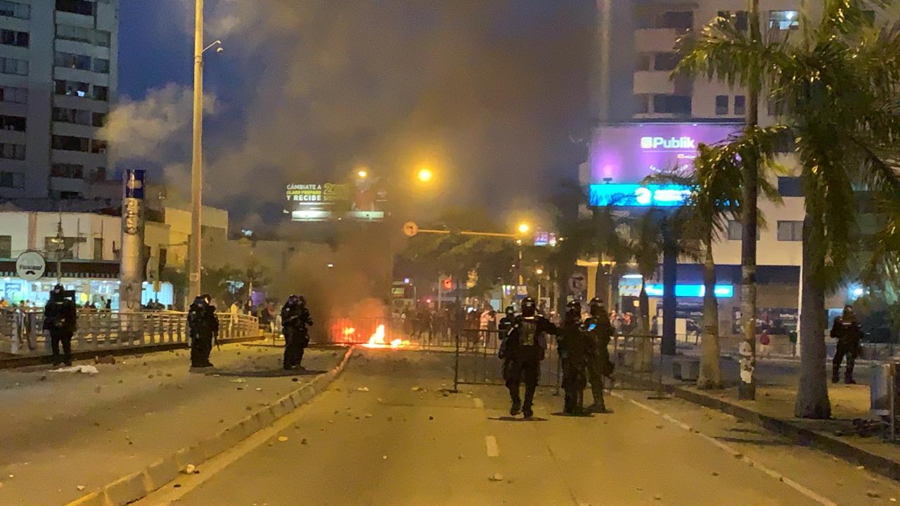 Entre violencia y disturbios, Cali vivió segunda jornada de protestas por  muerte de Javier Ordóñez