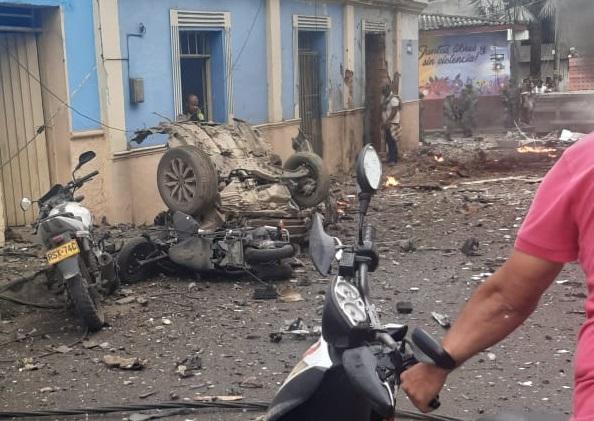 Impactantes videos tras la explosión de carro bomba frente a la Alcaldía de Corinto en Cauca