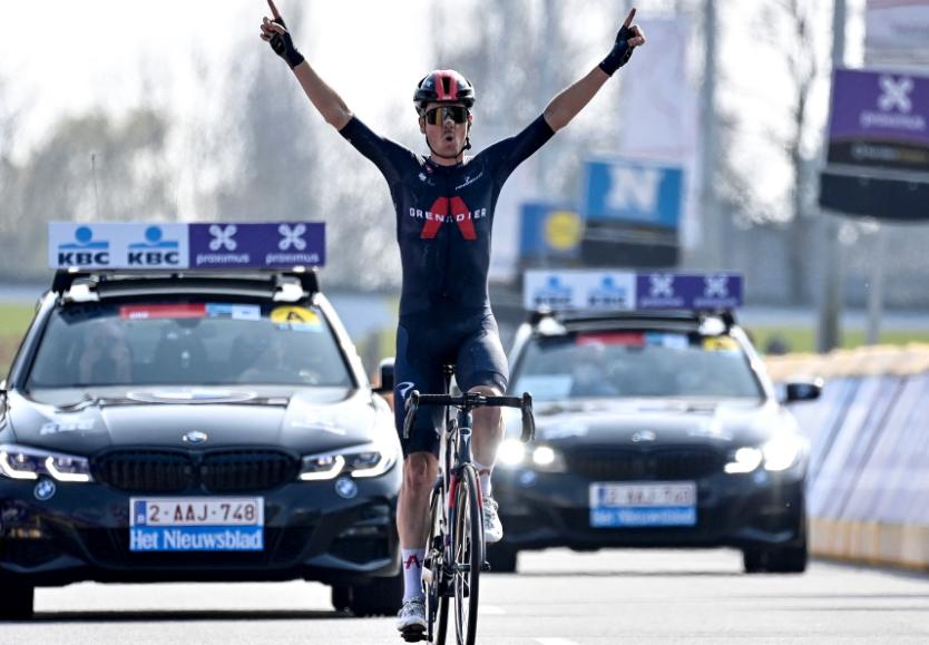 Dylan Van Baarle ganó la clásica A través de Flandes.