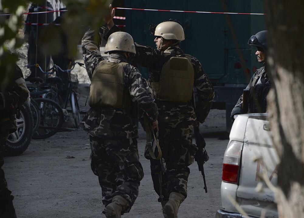 Fotografía de soldados tras una explosión de una bomba en Afganistán