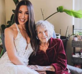 La tierna sorpresa que nieta le dio a su abuela que no pudo ir a su boda.PNG