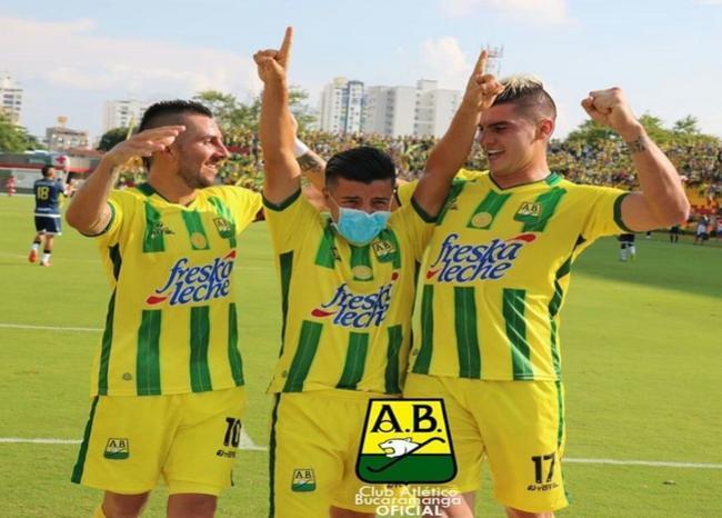 303634_BLU Radio. Conmovedora celebración de Sherman Cárdenas/ foto: Club Atlético Bucaramanga