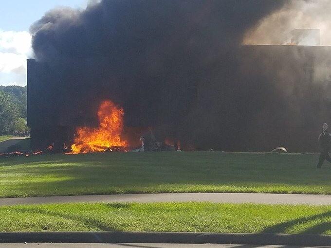Avión se estrelló contra un edificio en Estados Unidos.jpg