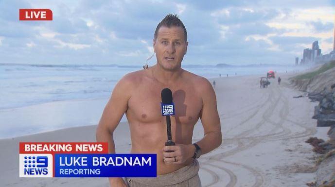 Presentador australiano saca cadáver del mar