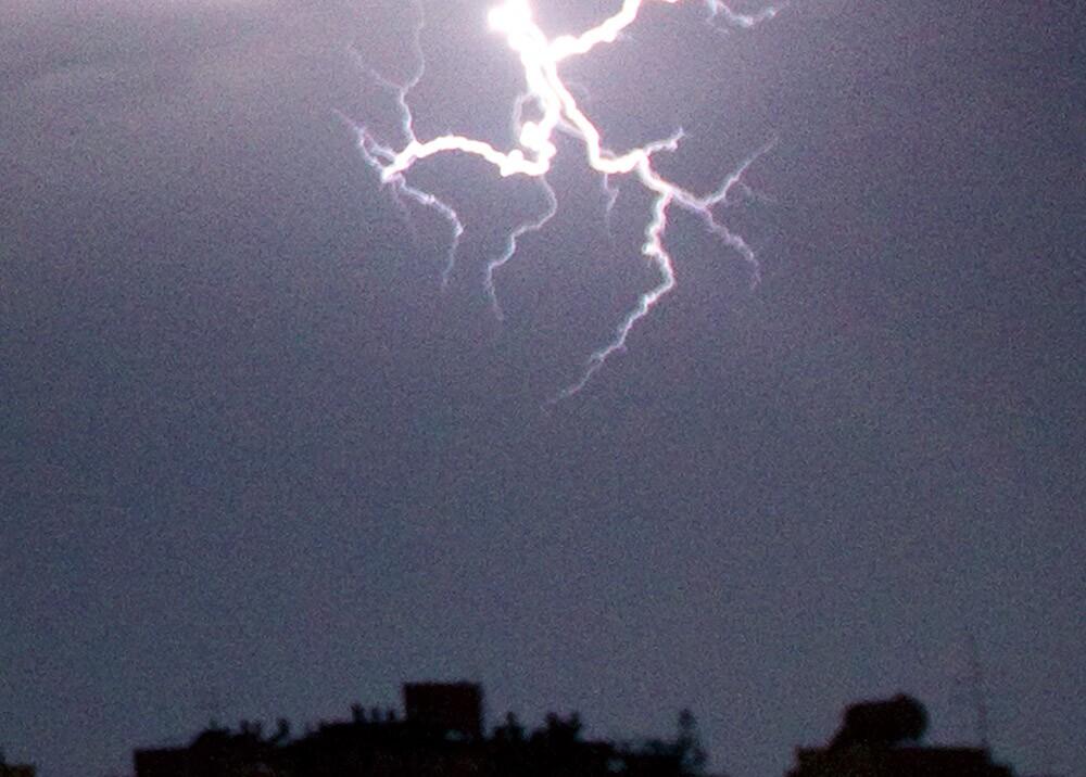 275978_BLU Radio. Descarga eléctrica / Foto: Referencia AFP