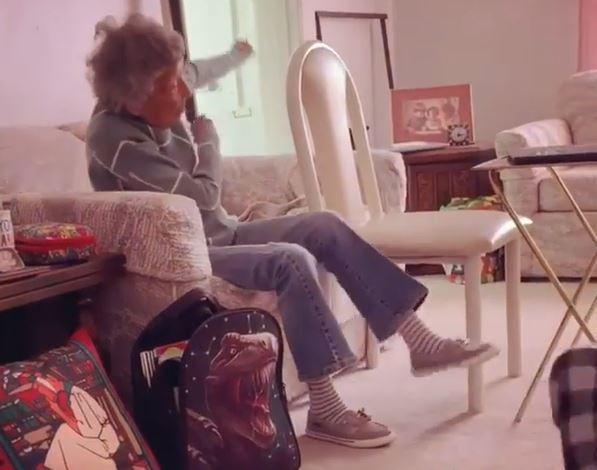 abuela viral por participar en clase virtual de su bisnieto