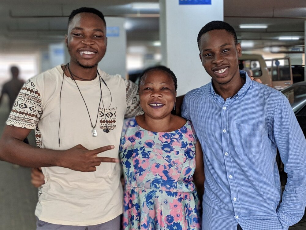 Tobi, hermano y mamá
