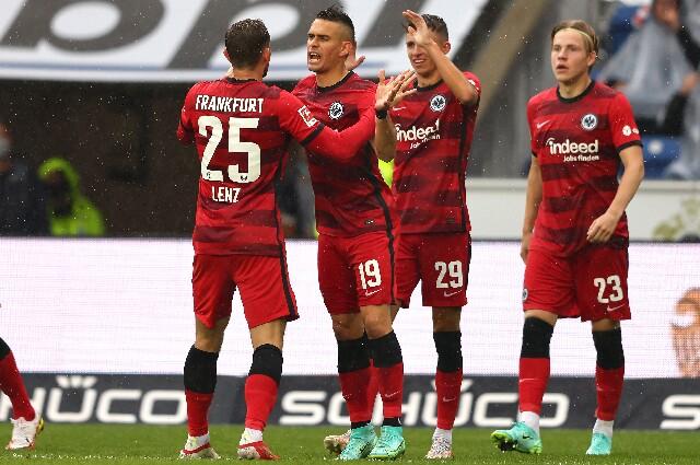 Santos Borré, en la celebración del gol del Eintracht Frankfurt