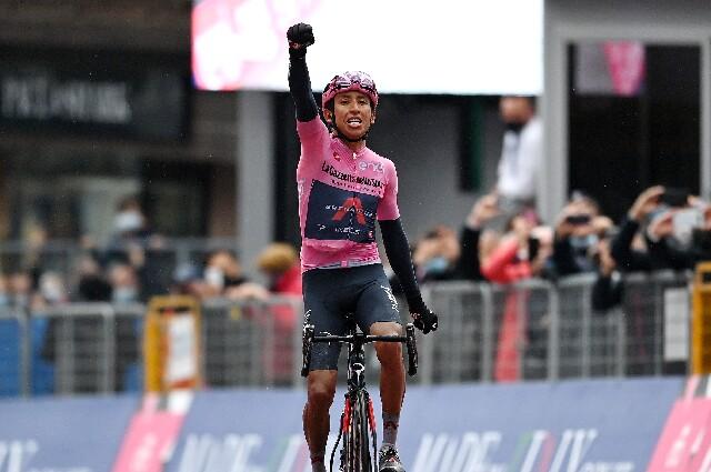 Egan Bernal tras ganar la etapa 16 del Giro de Italia 2021.