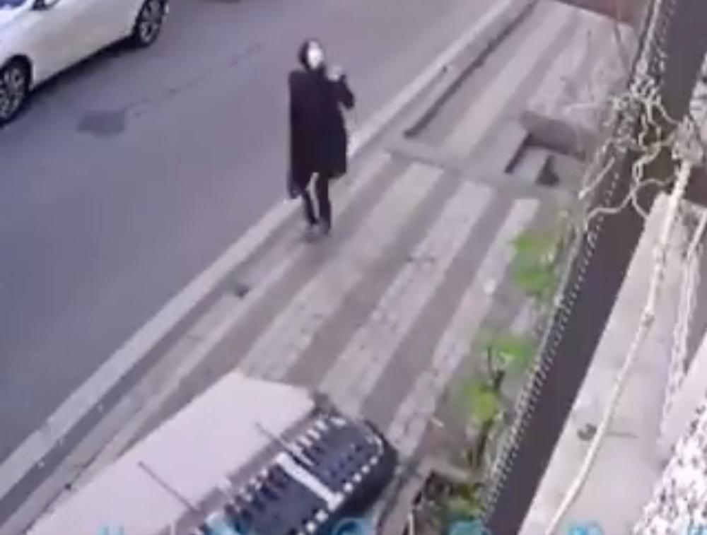 Mujer se salva de morir aplastada