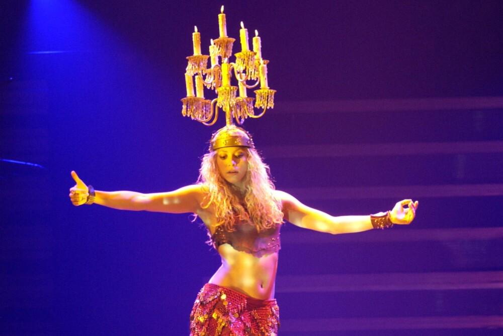 Shakira-20-years-whenever-wherever-suerte-live.jpg