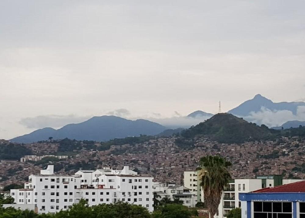 panoramica de la comuna 18 de cali.jpg