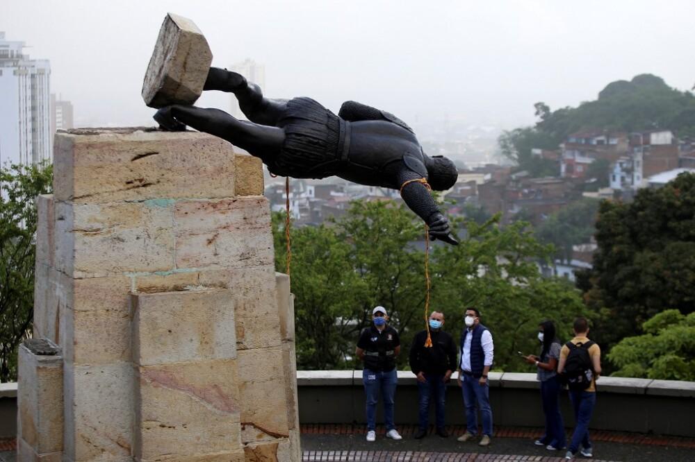 Derribo de la estatua de Sebastián de Belalcázar en Cali