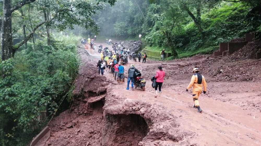 Deslizamiento en la vía antigua Villavicencio - Bogotá.jpeg