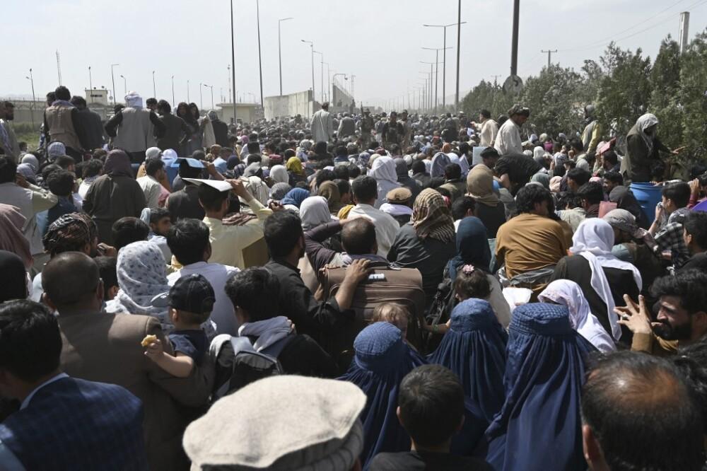 Tensión a las afueras del aeropuerto de Kabul.jpg