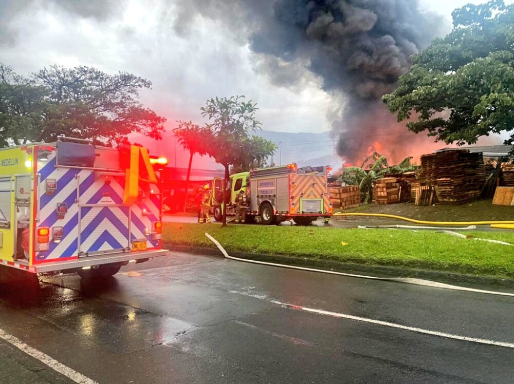 Incendio en bodega de Medellín.jfif