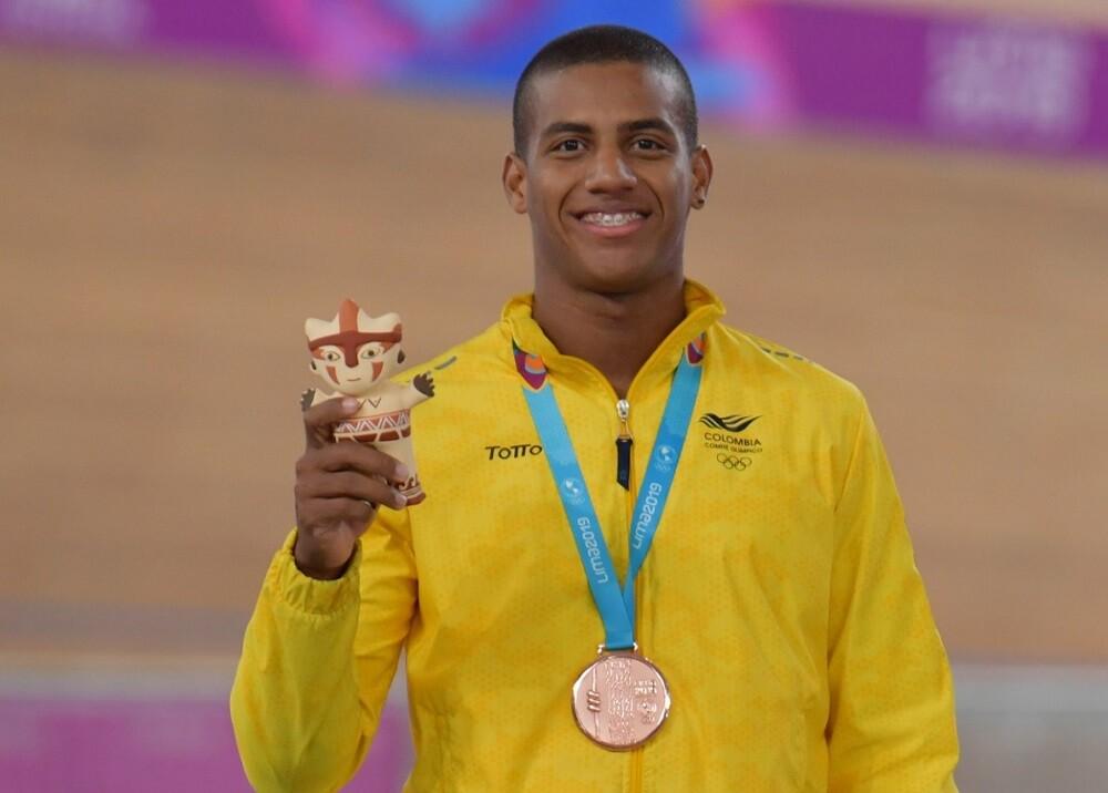 340302_BLU Radio. Kevin Quintero posa con su medalla en los Panamericanos // Foto: AFP