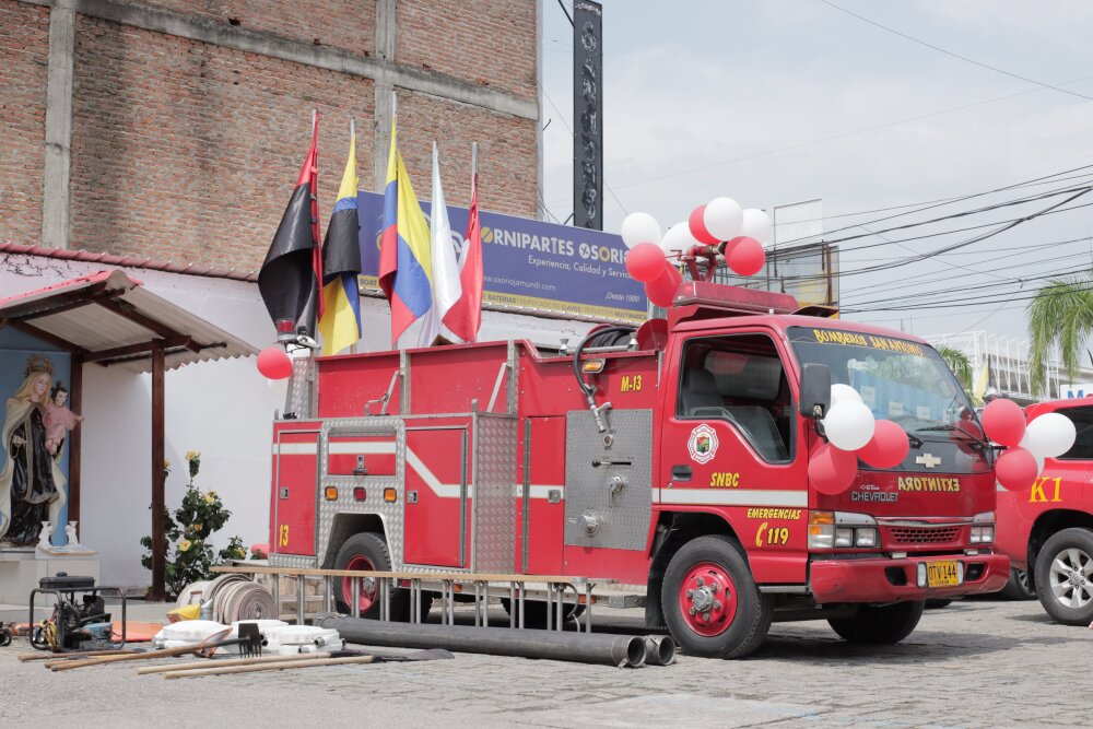 maquina de bomberos de jamundi.jpg