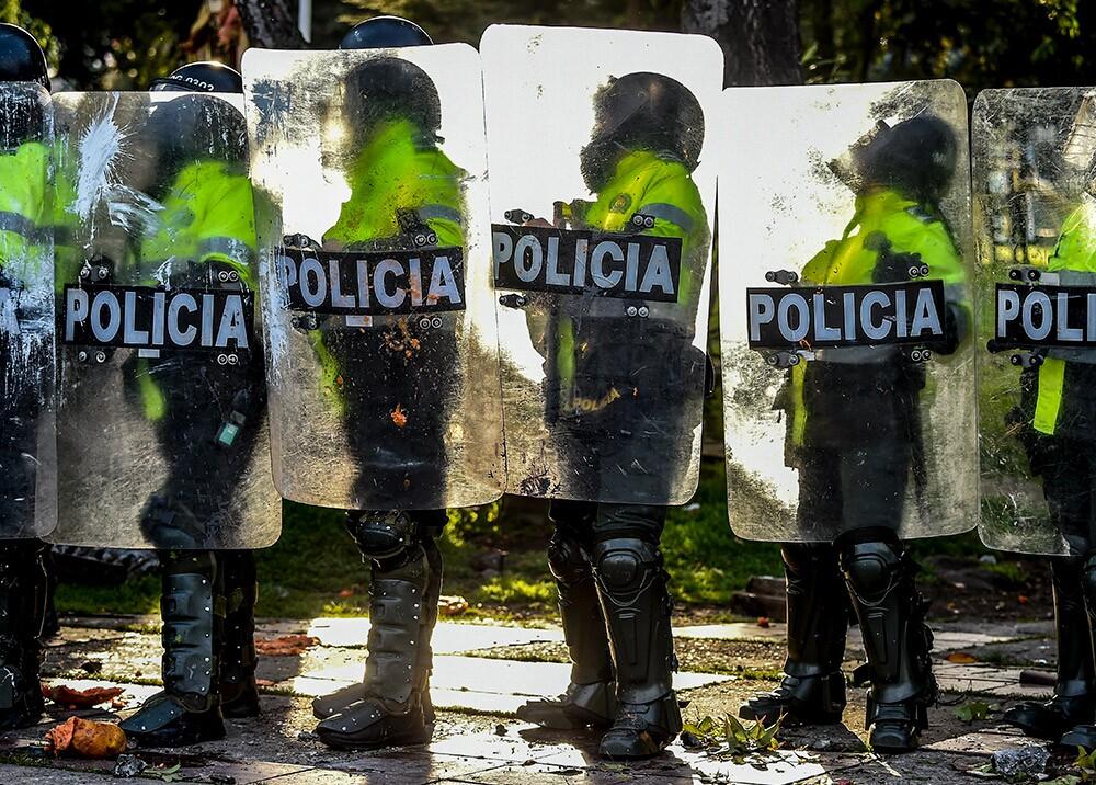 Policías durante protestas // Foto: AFP