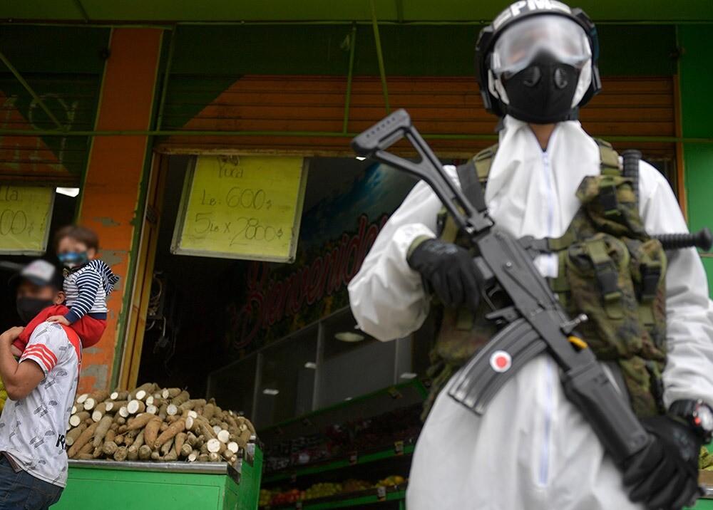 371004_Medidas de seguridad en cuarentenas por coronavirus en Bogotá // Foto: AFP, imagen de referencia