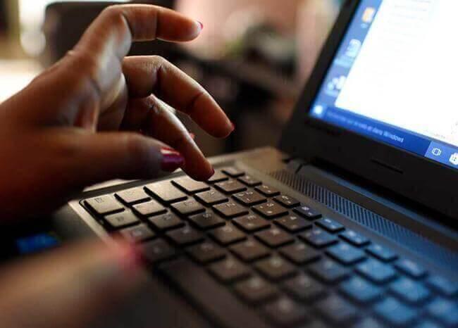 Computador // Foto: Referencia AFP