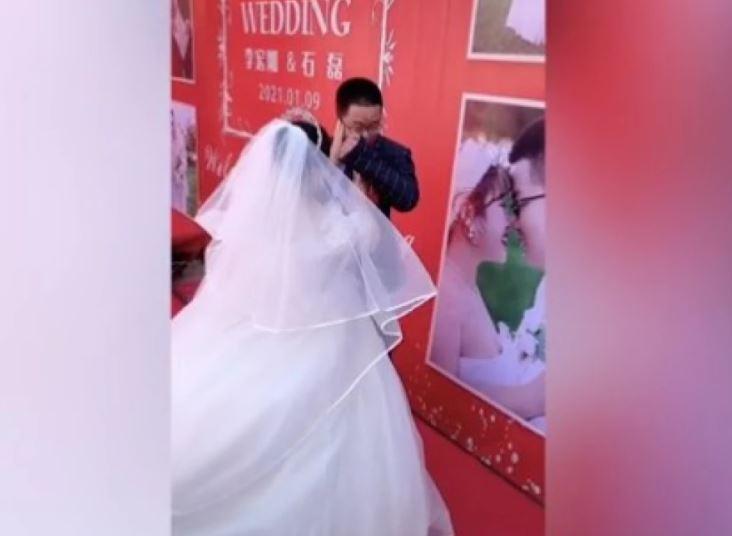 Hombre no resistió y lloró porque nadie asistió a su boda.JPG