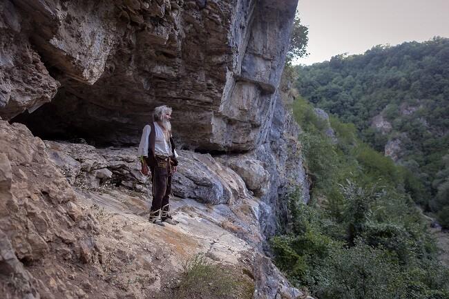 ermitaño que vive en una cueva se vacunó contra el covid