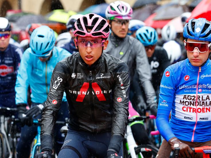 Egan Bernal en la salida de la etapa 16 del Giro de Italia.