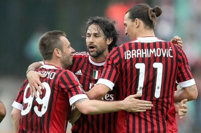 325871_Mario Alberto Yepes y Zlatan Ibrahimovic