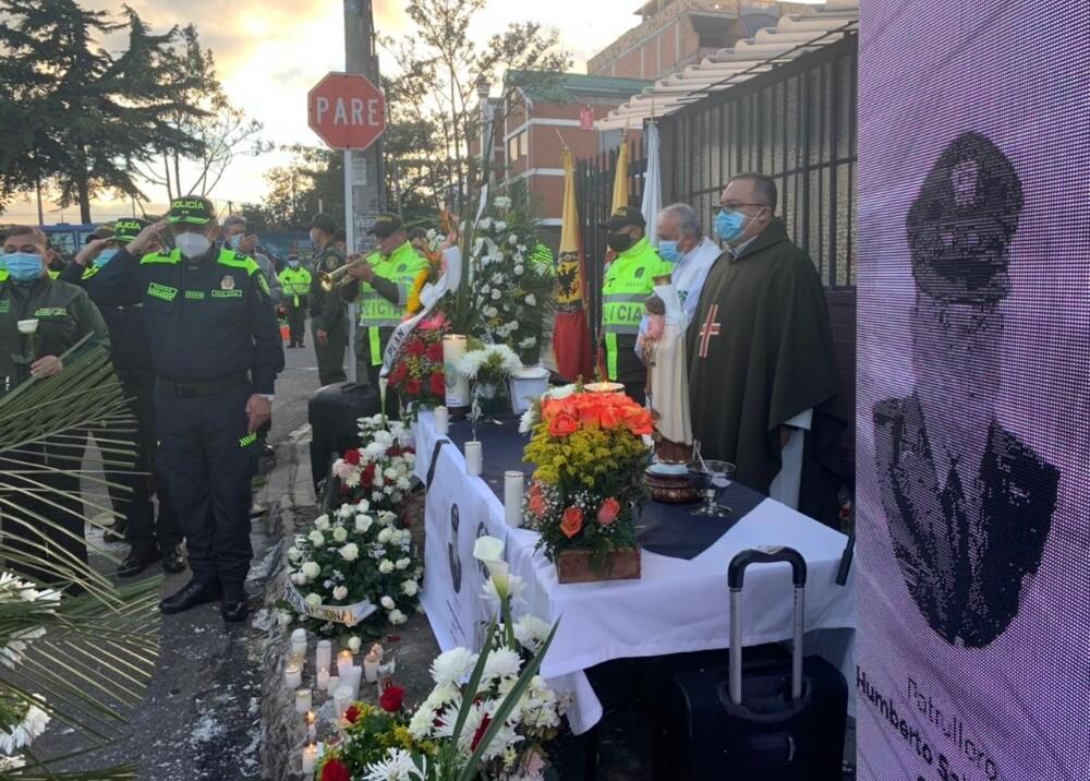 Celebración religiosa en honor a patrullero asesinado en Bogotá Foto suministrada.jpg