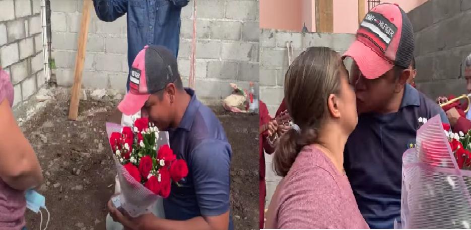 Albañil que le propuso matrimonio a su novia en donde trabajaba