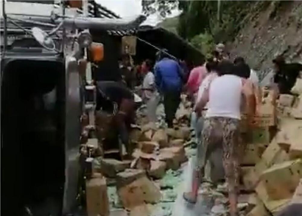 372228_Saquearon camión de Colanta // Foto: Captura de video redes sociales