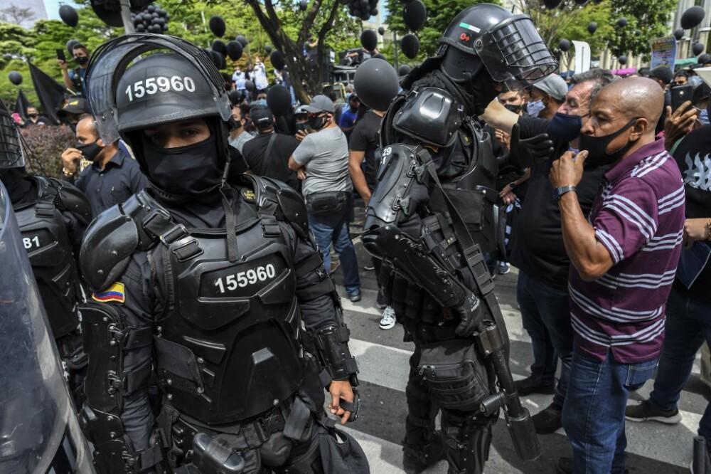 Protesta del comercio nocturno en Medellín contra el toque de queda AFP.jpeg