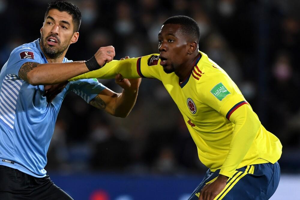 Carlos Cuesta, defensa de la Selección Colombia, contra Luis Suárez