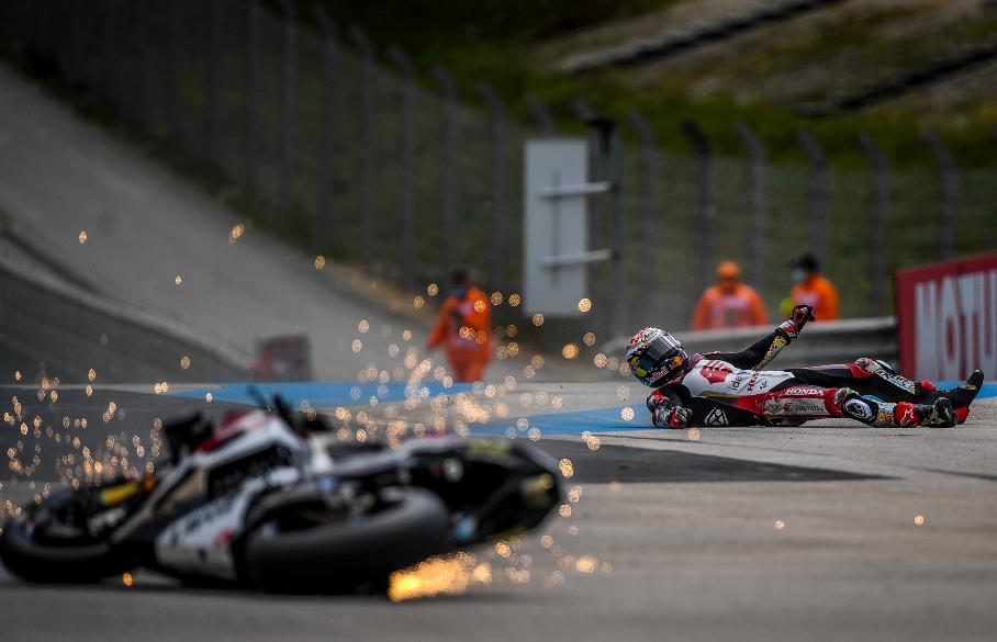 Takaaki Nakagami sufrió aparatosa caída en el Gran Premio de Portugal de MotoGP.
