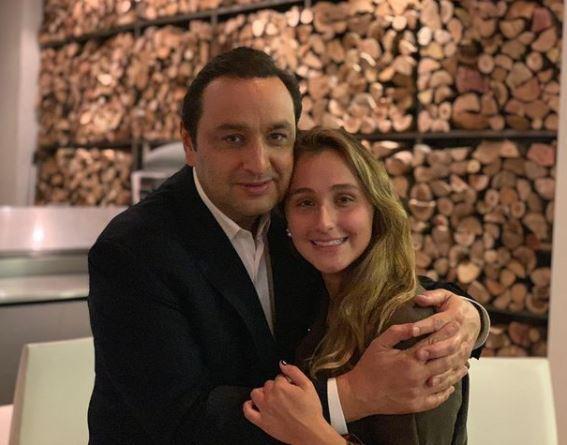 Jorge Alfredo Vargas y su hija Laura.JPG
