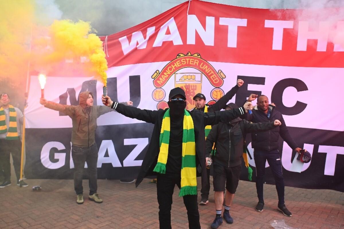 Hinchas del Manchester United invadieron Old Trafford como protesta contra  los dueños