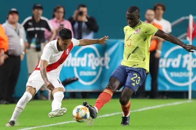 Dávinson Sánchez futbolista de la Selección Colombia