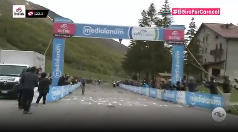 Gino Mader ganó premio de montaña etapa 9