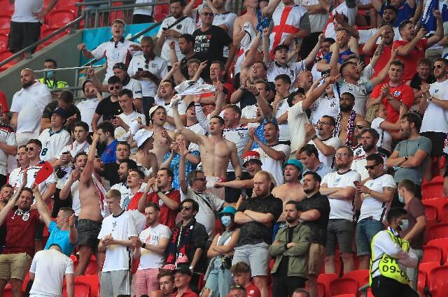 Hinchas en Inglaterra vs. Croacia, durante la Eurocopa
