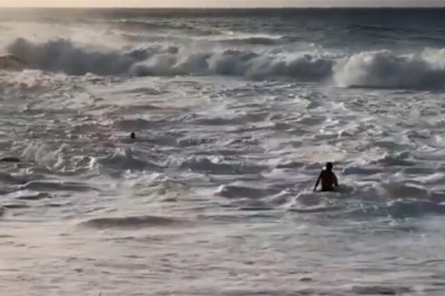 SURFISTA-SALVA-A-MUJER.jpg