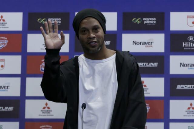 323353_Ronaldinho