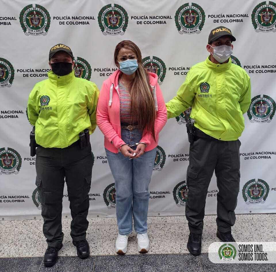 Mujer capturada por millonaria estafa en Sabaneta, Antioquia.jpeg