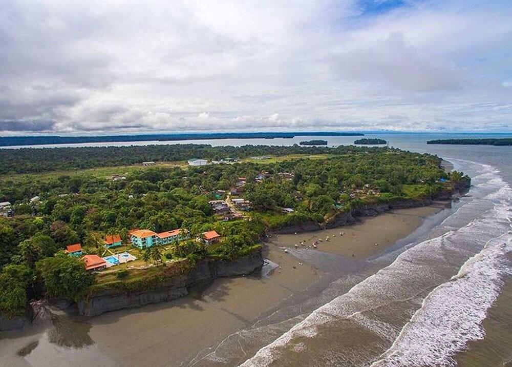 Playa de juanchaco y ladrilleros en buenaventura.jpg