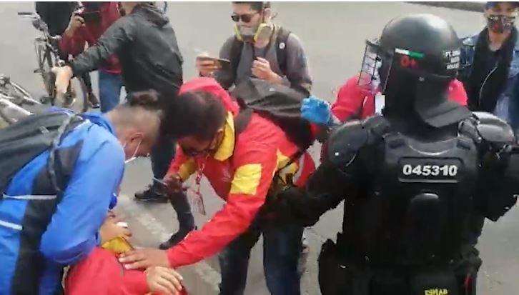 Gestor de convivencia fue atacado en su rostro en medio de manifestaciones en Bogotá.JPG