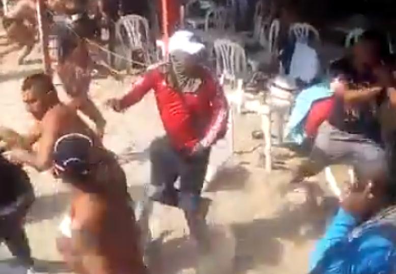 pelea en playa blanca.png