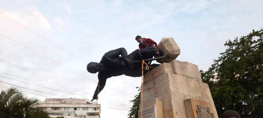 Manifestantes atacaron estatua de Sebastián de Belalcázar en Cali