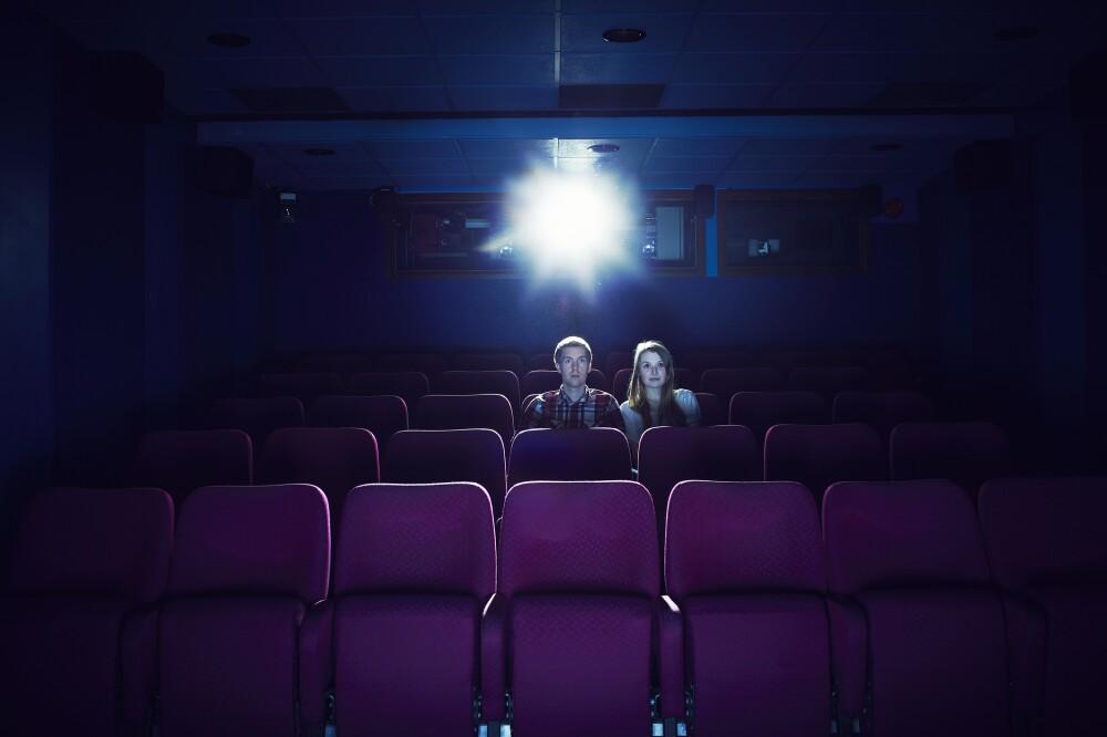 pareja en cine