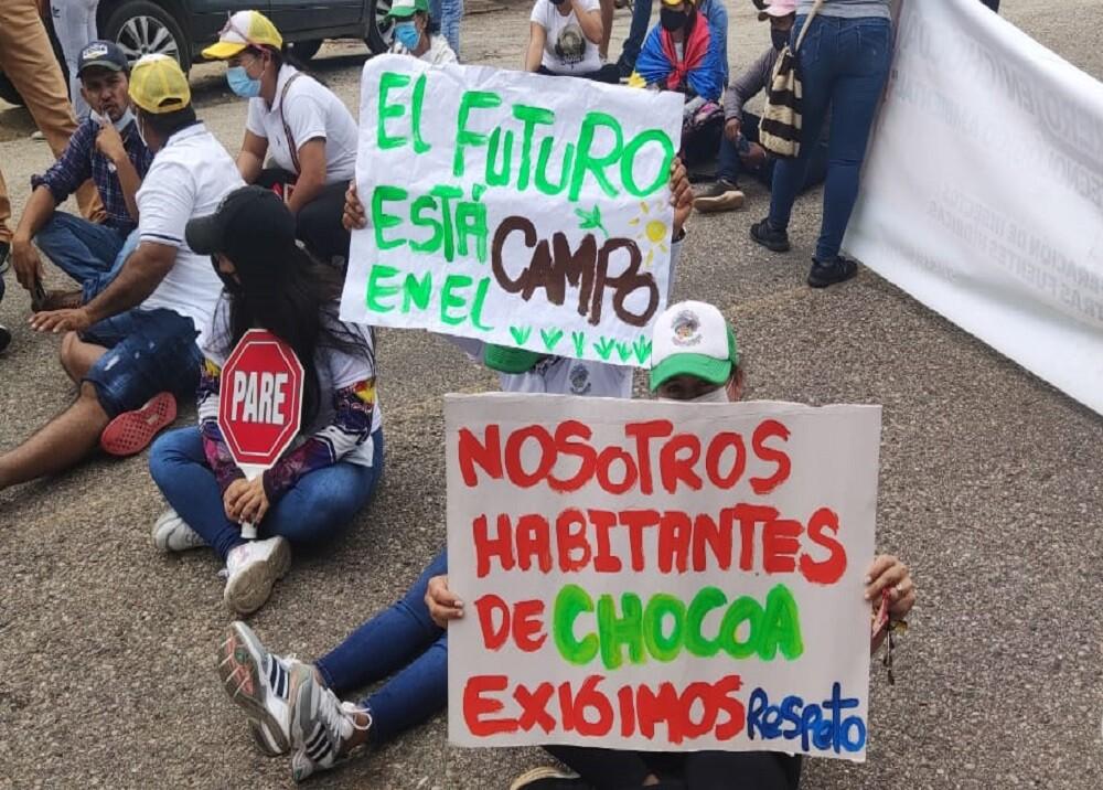 FOTO PROTESTA CHOCA- GIRÓN.jpg