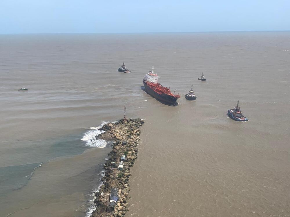 372669_BLU Radio // Operación de rescate del buque Nórdic Wolverine // Foto: Dimar